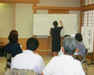 講演中の吉澤先生と参加者